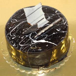 pasta gönder 4 ile 6 kisilik parça çikolatali yaspasta  Ardahan internetten çiçek siparişi