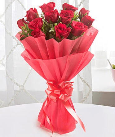 12 adet kırmızı gülden modern buket  Ardahan çiçek yolla