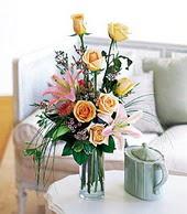 Ardahan çiçek , çiçekçi , çiçekçilik  cam yada mika vazo içerisinde gül kazablanka