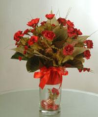 yapay güllerden vazo  9 gül  Ardahan uluslararası çiçek gönderme