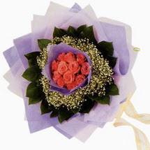 12 adet gül ve elyaflardan   Ardahan çiçekçi mağazası
