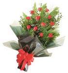 12 adet kirmizi gül buketi   Ardahan çiçekçi mağazası