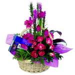 çikolata ve sepette çiçek   Ardahan çiçek gönderme sitemiz güvenlidir