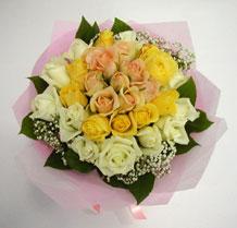 sari ve beyaz gül karisimda   Ardahan çiçek , çiçekçi , çiçekçilik