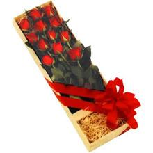 kutuda 12 adet kirmizi gül   Ardahan çiçek yolla