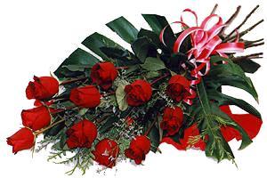 10 adet gül buketi sade ve sik bir haldedir  Ardahan çiçekçi mağazası