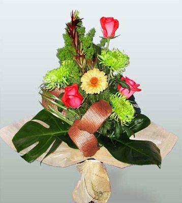 Ardahan ucuz çiçek gönder  3 adet gül 4 adet gerbera çiçegi sade buket