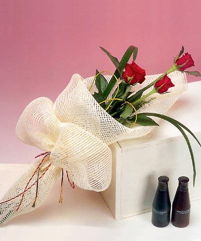 3 adet kalite gül sade ve sik halde bir tanzim  Ardahan internetten çiçek siparişi