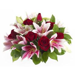 güller ve kazablnaklardan aranjman  Ardahan anneler günü çiçek yolla