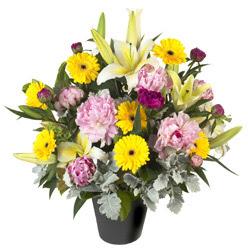 karisik mevsim çiçeklerinden vazo tanzimi  Ardahan uluslararası çiçek gönderme