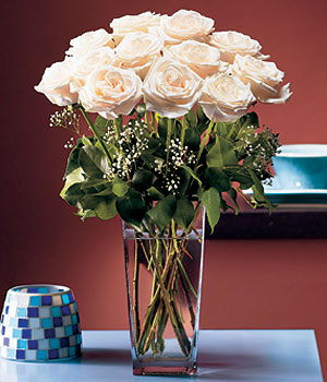 Ardahan hediye sevgilime hediye çiçek  Cam yada mika vazo içerisinde 12 gül