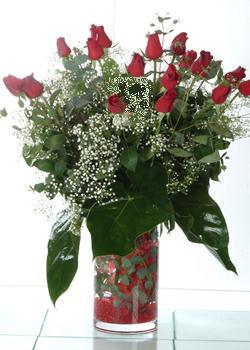 Ardahan güvenli kaliteli hızlı çiçek  11 adet kirmizi gül ve cam yada mika vazo tanzim