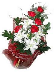 Ardahan kaliteli taze ve ucuz çiçekler  5 adet kirmizi gül 1 adet kazablanka çiçegi buketi