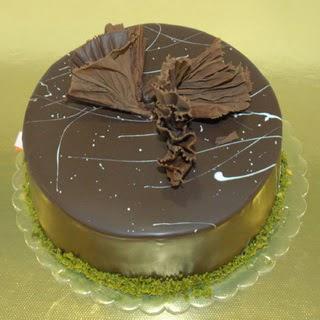 pastaci ustamizdan 4 ile 6 kisilik fistikli çikolatali yaspasta  Ardahan çiçek servisi , çiçekçi adresleri