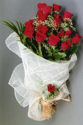 10 adet kirmizi güllerden buket çiçegi  Ardahan yurtiçi ve yurtdışı çiçek siparişi
