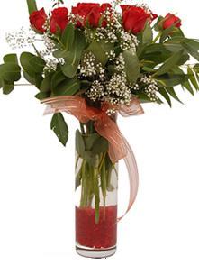 Ardahan uluslararası çiçek gönderme  11 adet kirmizi gül vazo çiçegi