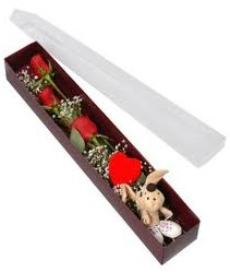 kutu içerisinde 3 adet gül ve oyuncak  Ardahan cicekciler , cicek siparisi