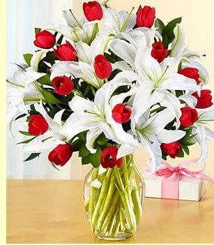 Ardahan çiçek siparişi sitesi  3 kazablanka 10 kırmızı gül vazosu