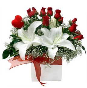 Ardahan çiçekçi mağazası  1 dal kazablanka 11 adet kırmızı gül vazosu
