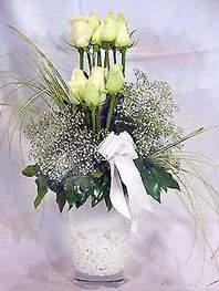 Ardahan online çiçek gönderme sipariş  9 adet vazoda beyaz gül - sevdiklerinize çiçek seçimi