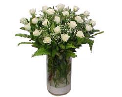 Ardahan yurtiçi ve yurtdışı çiçek siparişi  cam yada mika Vazoda 12 adet beyaz gül - sevenler için ideal seçim