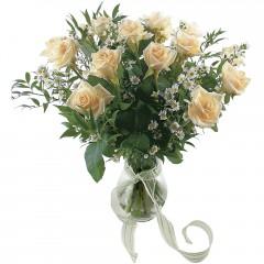 Vazoda 8 adet beyaz gül  Ardahan 14 şubat sevgililer günü çiçek