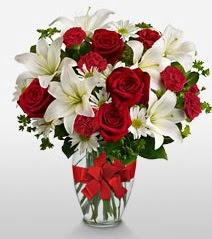 Eşsiz vazo tanzimi güller kazablankalar  Ardahan online çiçek gönderme sipariş