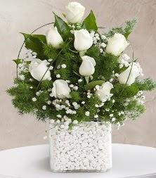 9 beyaz gül vazosu  Ardahan çiçek satışı