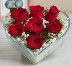 Kalp içerisinde 7 adet kırmızı gül  Ardahan çiçek gönderme sitemiz güvenlidir