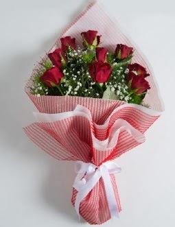 9 adet kırmızı gülden buket  Ardahan çiçek satışı