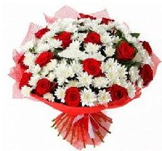 11 adet kırmızı gül ve 1 demet krizantem  Ardahan çiçek mağazası , çiçekçi adresleri