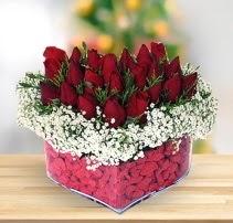 15 kırmızı gülden kalp mika çiçeği  Ardahan çiçek satışı