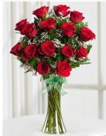 Cam vazo içerisinde 11 kırmızı gül vazosu  Ardahan anneler günü çiçek yolla