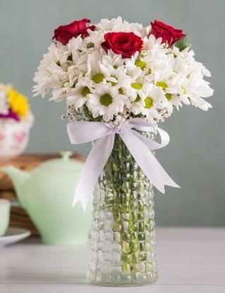 Papatya Ve Güllerin Uyumu camda  Ardahan çiçek gönderme sitemiz güvenlidir