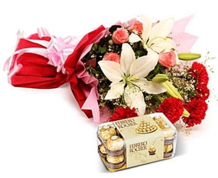 Karışık buket ve kutu çikolata  Ardahan çiçek , çiçekçi , çiçekçilik
