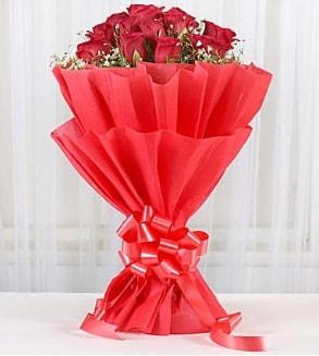 12 adet kırmızı gül buketi  Ardahan hediye çiçek yolla